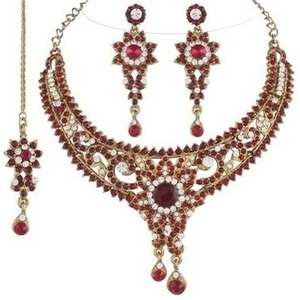 I Jewels Traditional Gold Plated Bridal Jewellery Set with Maang Tikka For Women (Maroon)(M4033M)